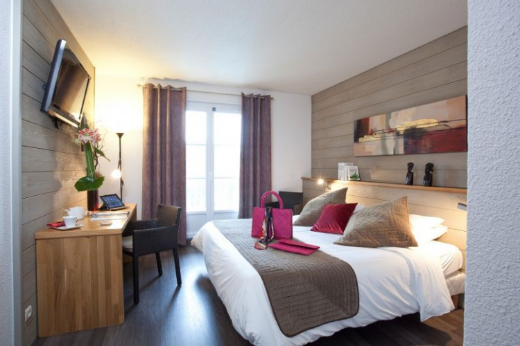BRIT HOTEL SALIES DE BEARN – Golf le Lodge - 0